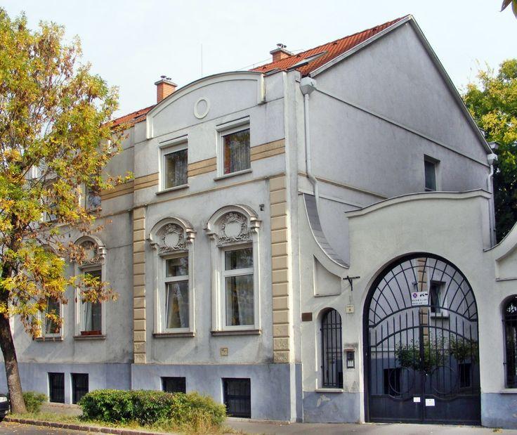 Bp.  Kőbányai polgárház.