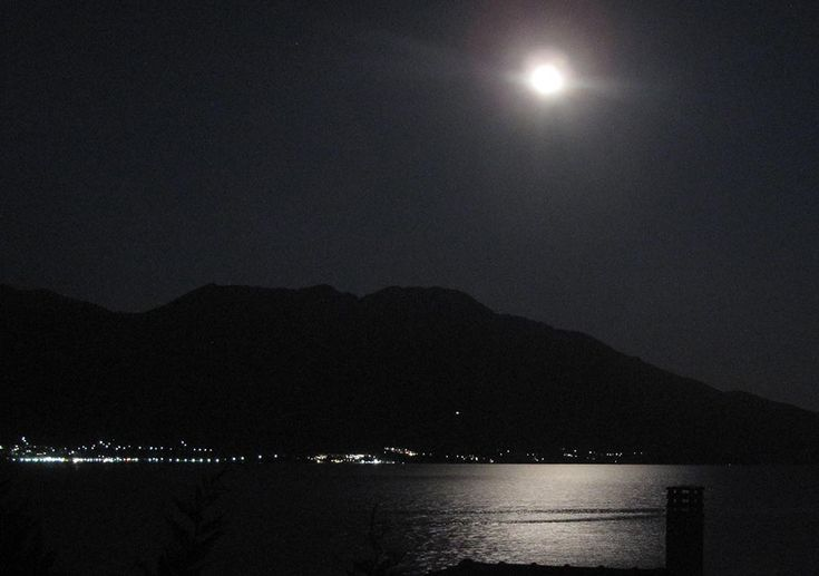 Splendid full moon view from the villa