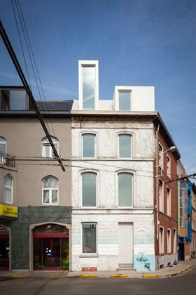 Private house, refurbishment. Gent, 2013, 85 m²  Belgium Building Award 2013 / Belgian Prize for Architecture 2013 / De Standaard Wonen / A+   The modest corner... Read more