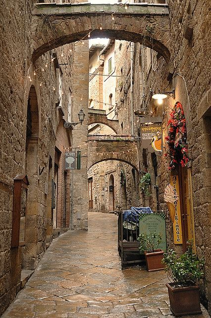 Volterra, Italy  photo via queen