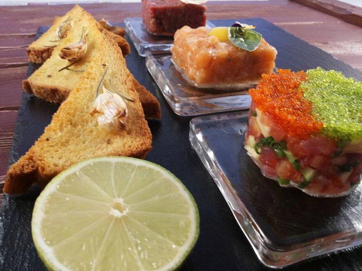 Трио тар тар!!! тар тар из лосося, тар тар из тунца, тар тар из телятины!  Мы позаботились и поместили все в одно блюдо!  Трио дополняют ароматные, хрустящие чесночные гренки!  Наслаждайтесь блюдом в ресторане «Рыбный базар», г. Киев  http://restorania.com/company/rybnyy-bazar-restoran-47240/ Лучшие #рестораны #Киева – #Restorania.com #киев #рестораныкиева #restorania #kyiv #044_22_333_22  #рыбныйбазар
