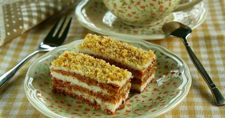 Már régóta szerettem volna olyan paleos sütit készíteni, aminek a krémje hasonlít a régi, hagyományos torták vajkrémjéhez. A véletlennek...