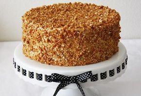 Μια συνταγή για μια υπέροχη, λαχταριστή, ελαφριά και αφράτη Τούρτα Νουγκατίνα. Μια τούρτα που πάντα θα θυμίζει τα παιδικά μας χρόνια και πάντα θα είναι ευπ