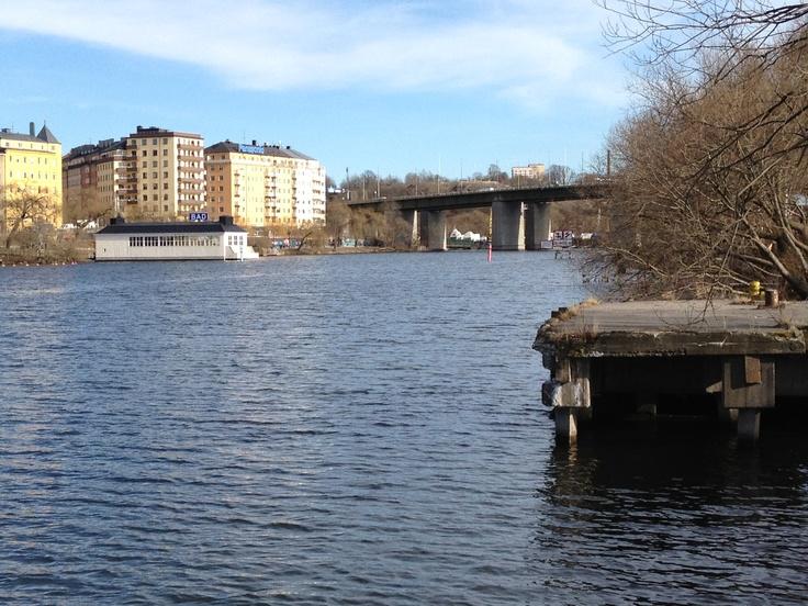 Utsikt mot Horntullsstrand och kallbadhuset.