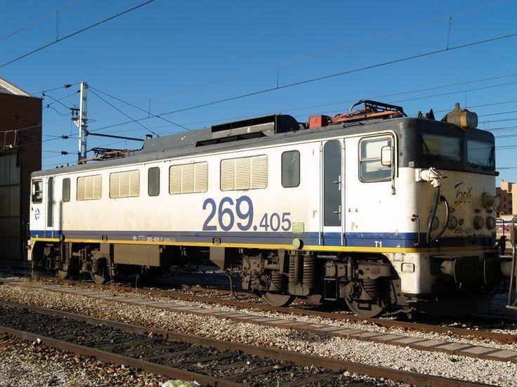 Locomotora 269.405 de Renfe especializada en trenes Talgo