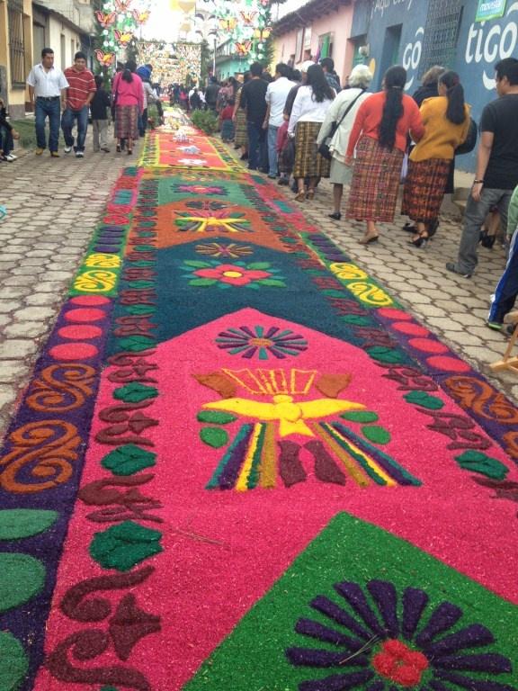 155 best images about alfombras de colores en corpus cristi patz n on pinterest carpets of - Alfombras portugal ...
