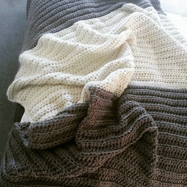 Large textured throw in cream and grey by @wolfandyarzz Seems we have projects completing left right & centre at the moment lol totally motivated by the opportunity to have our wares stocked at a soon to be opened homewares & lifestyle shop. More on that closer to opening. #crochet#bedthrow#blanket…