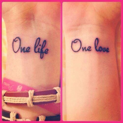 Tattouage one life one love sur le poignet