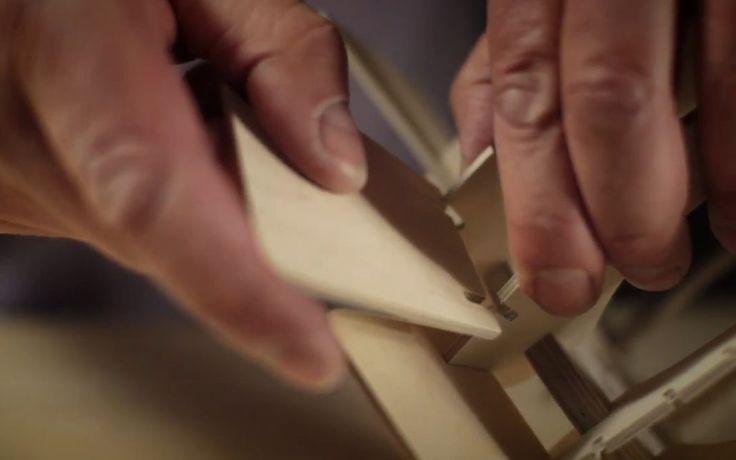 Mit dem Stecksystem für die Holzlampe geht die Montage schnell und einfach