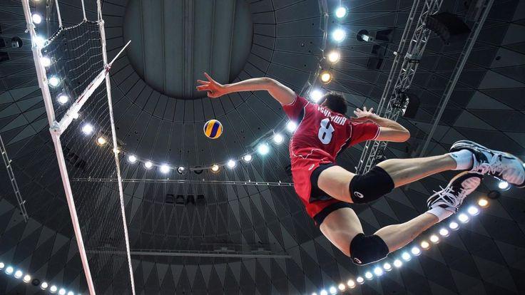 Petit historique du volley-ball. Le volley-ball est un sport méconnu en France qui développe de nombreuses qualités physiques et mentales. Comment s'est-il développé au cours de l'Histoire? Le volley-ball est...