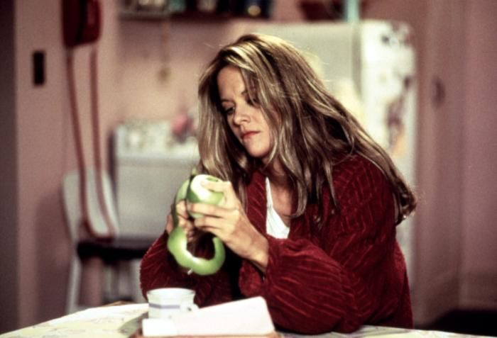 SLEEPLESS IN SEATTLE, Meg Ryan, 1993, peeling an apple in the middle of the night