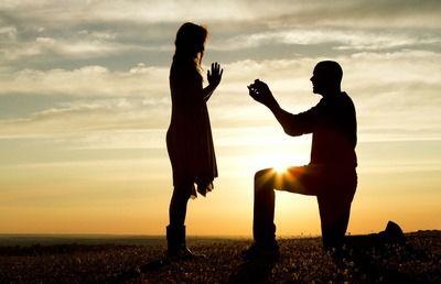 彼女と一緒に婚約指輪を買いにいくことになってるけどプロポーズしたい