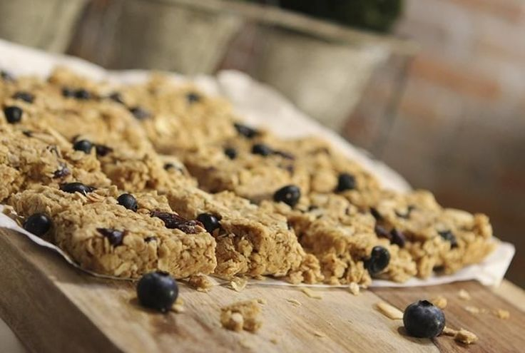 These No-Bake Blueberry Oat Bars are perfect either as a breakfast or ...