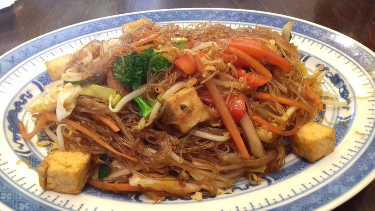 Fried glass noodles with tofu & veggies at a tiny asian greasy spoon in Frankfurt-Hoechst