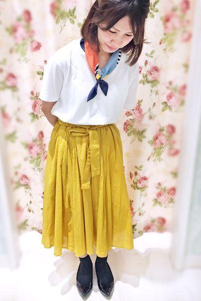 トレンドのイエロースカートを主役にしたフェミニンカジュアルコーデ。 ソックスを合わせで可愛さアップ。  『チュールレース付きリブソックス10cm丈』¥350+税 color : 黒 (その他スタッフ私物)  当店のお取り扱いアイテム: レッグウェア、インナー、ルームウェア