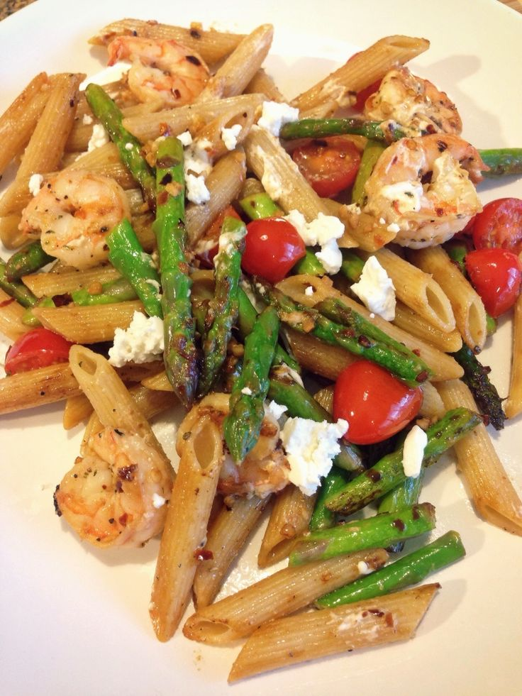 Shrimp, asparagus, cherry tomatoes and goat cheese pasta toss | Recipe ...