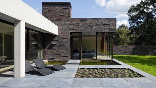 25 beste idee n over verhoogde patio alleen op pinterest draagmuur patio hellende tuin en - Tuin hellende ...