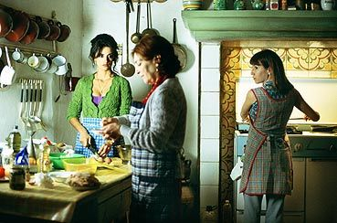 Volver - Love the women relationships, the dark humor, Penelope Cruz, and the photography.