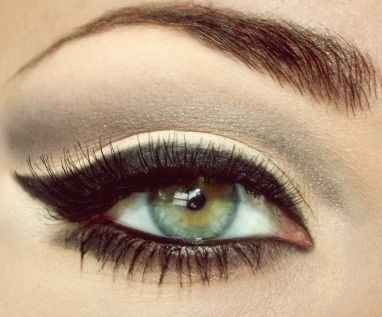:} i want to do this: Make Up, Eyeliner, Eye Makeup, Style, Cat Eyes, Cateye, Beauty, Green Eye, Hair