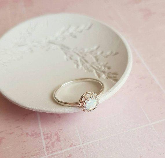 die besten 25 zarte ringe ideen auf pinterest d nne ringe zierlicher schmuck und einfache ringe. Black Bedroom Furniture Sets. Home Design Ideas