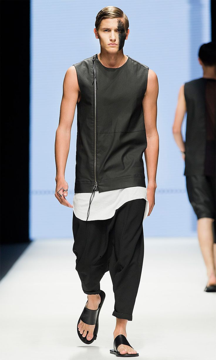 Army Of Me presented its Spring/Summer 2015 collection during Fashion Week Stockholm. A monochrome palette, with black as the main colour, touches of lighter grey, and all-over prints create a sense of completeness. The fabrics have been... »