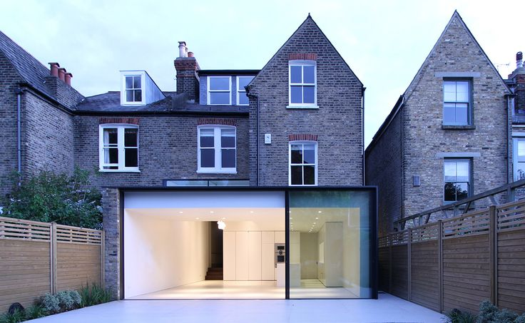 Elms Road is a minimalist house located in London, England, designed by LBMVarchitects. The rear 129 sqft extension features sliding door panoramic glazings looking out into the garden. (2)