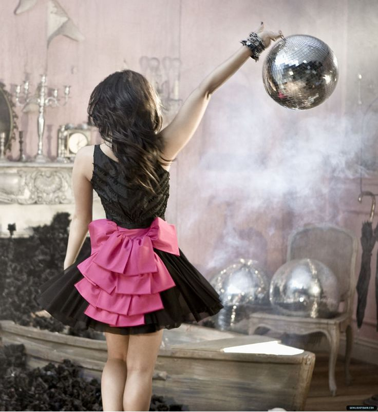 bow at the back - Demi Lovato - hERE WE GO AGAIN - demi-lovato Photo