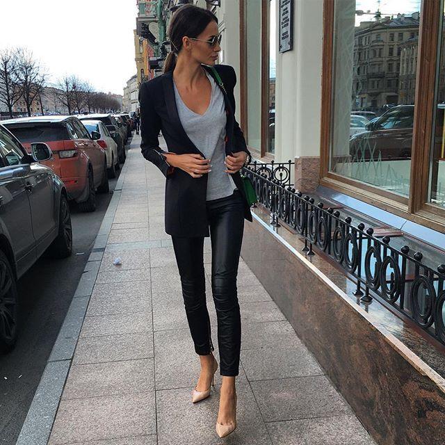 Наш классический Пиджак #YuliaWave и кожаные штаны #YuliaWave  По вопросам заказа, размеров, приобретения, примерок  +7-9685148977 what's app Екатерина