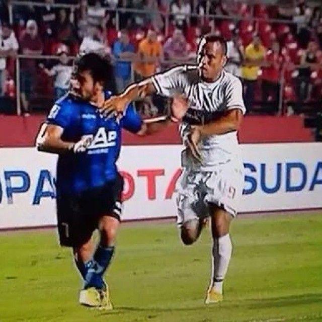 """Sem mais para a """"justa"""" expulsão - São Paulo FC 1 x 0 Huachipato  (Fonte: borgesspfc via Michael serra on Twitter)"""