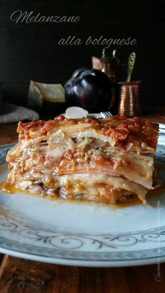 Le #melanzane alla #bolognese sono una gustosissima variante alla classiche lasagne che vi conquisterà..venite a vedere come prepararle!! http://blog.giallozafferano.it/cucinareconamoreetradizi/melanzane-alla-bolognese/ #food #gialloblogs #foodporn #recipes #cucinareconamoreetradizione