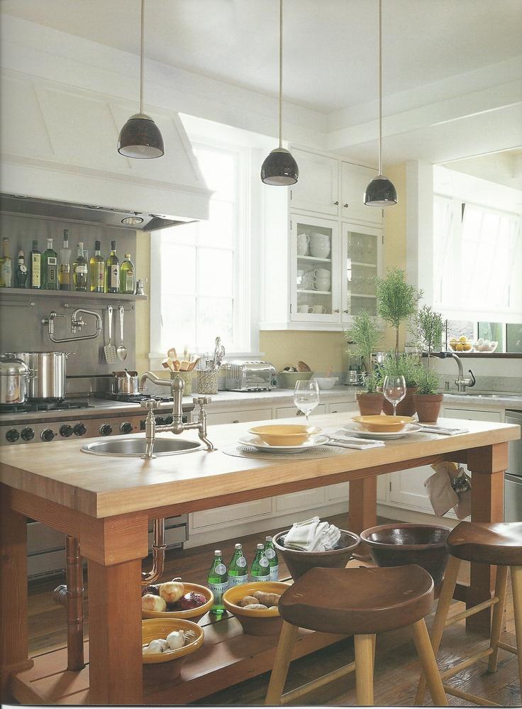 cottage kitchen ©Pottery Barn