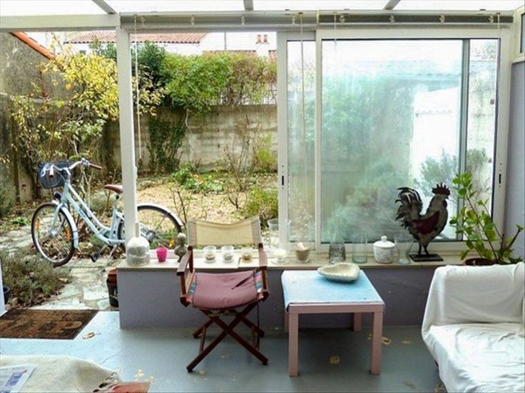L'agence MY ABITA vous propose un appartement située aux Sables d'Olonne en Vendée. Cet appartement de type 3 se situe à 10mns à pied de la plage et du marché Arago. Cette maison-appartement située en RDC, se compose d'une entrée avec placard, salon/séjour, cuisine avec placard, 2 chambres, salle d'eau, wc indépendant, véranda sur jardinet privé et clos, garage, cave commune. Pour visiter, contactez Nathalie VERGNAUD au 06.30.04.01.22