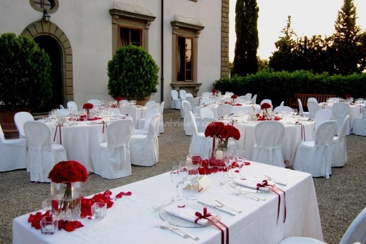 Rosso e bianco di Disegni di Nozze di Silvia Mattera - Wedding and flowers design   Foto 2