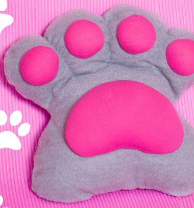 DIY paw pillow from T-shirts // Mancs alakú párna régi ruhákból - textil újrahasznosítás // Mindy - craft tutorial collection // #crafts #DIY #craftTutorial #tutorial #CraftsForPets