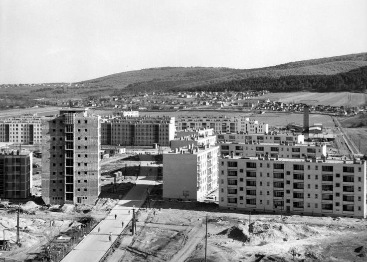 Kilián-dél (Kenderföldi) lakótelep a csillagvizsgálós toronyházból fényképezve, előtérben a Kandó Kálmán utca. 1964