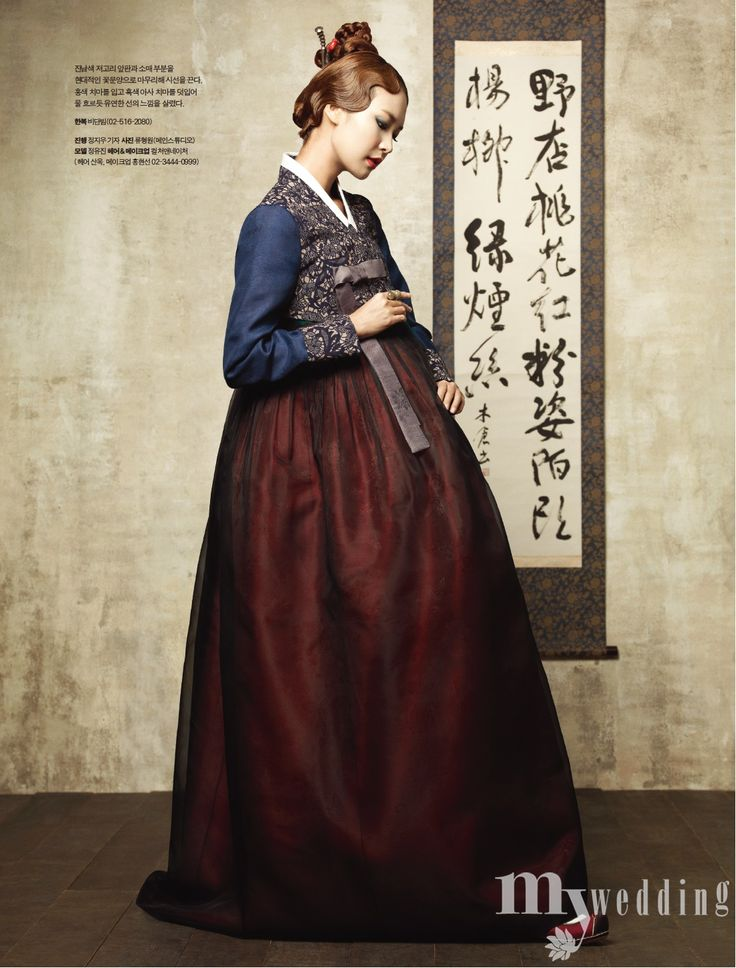 Beautiful embroided 한복 Hanbok and accessories / Traditional Korean dress