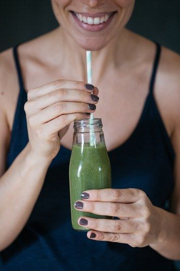 Smoothie recipes that are tasty AND give you glowing, clear skin. It's the most delicious and affordable, DIY way to get a facial.