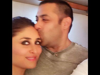 ADORABLE! Salman Khan Plants A Big Kiss On Kareena Kapoor's Forehead [PICS]