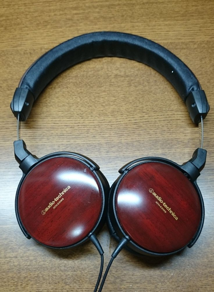 【P】漆を使ったヘッドフォン。高級感が増している。使い心地も良い。