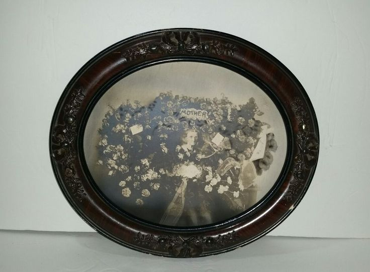 Antique Victorian MOTHER MOURNING Photograph in Oval Picture Frame