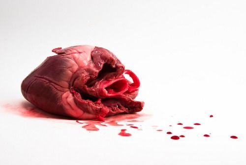 Prima di toccare il cuore di qualcuno, assicurati di avere le mani pulite... F. Savasta