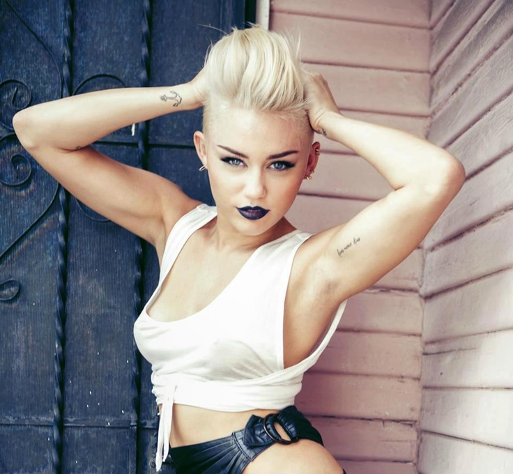 hannah montana, is that you? you look like Gwen Stefani, Girl..... well i guess miley cirus rinsed all the country off of her, huh...