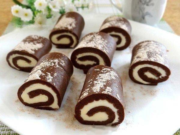 Chocolate cakes-rolls