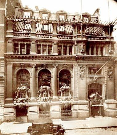 New York Yacht Club, 37 West 44th Street, Manhattan. Beaux-Arts architecture, designed by Warren and Wetmore, c.1898, opened in c.1901. They also were the architects for Grand Central Terminal. ~ This architectural beauty still stands today. {cwl}