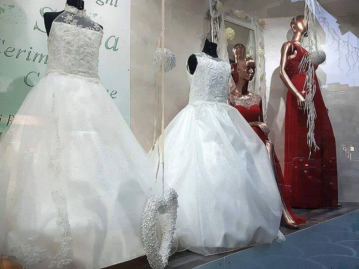 Un po' di rosso... un po' di bianco!!! Seguiteci perché, ancora qualche giorno, pubblicheremo la nostra comunione 2017!!!! #sposa #sposo #matrimonio #Giugliano #Napoli #italianstyle #sposa2017 #wedding #weddingdress #bridal #moda #villaricca #tagsforlikes #ootd #love #follow #cerimonia #mugnano #fashion #style #comunione #qualiano #abiti #design #dress #outfit #shopping #aversa http://www.butimag.com/fashion/post/1470455361705355769_1551010862/?code=BRoG1xUhCn5