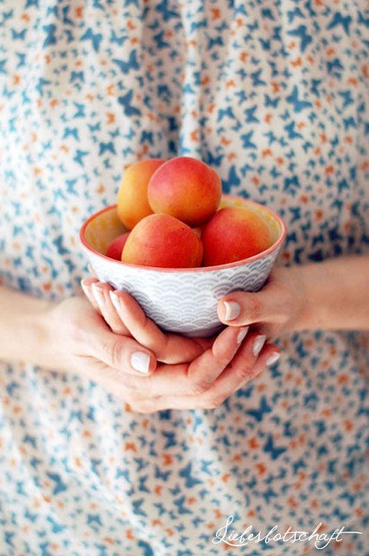 EAT HEALTHY Bowl of nectarines
