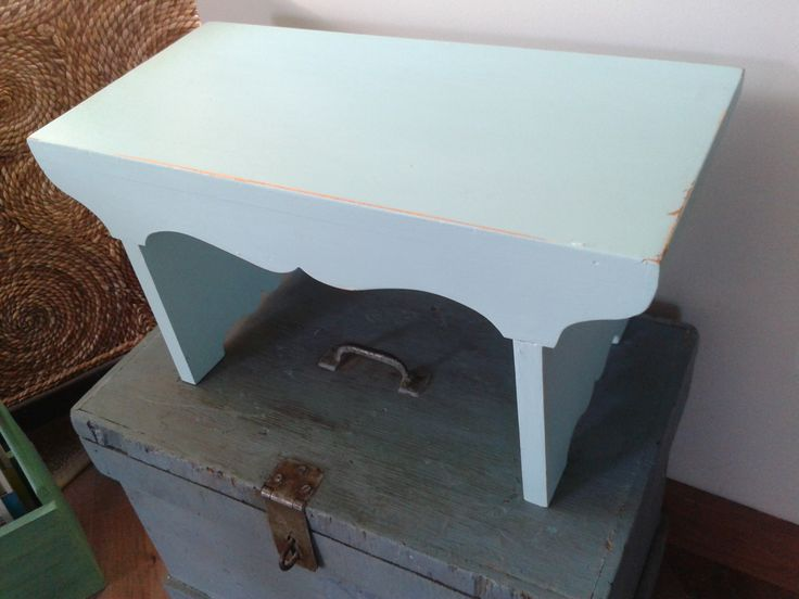 A simple second-hand wooden bench gets infused some personnality with a few coats of robin's egg blue paint!