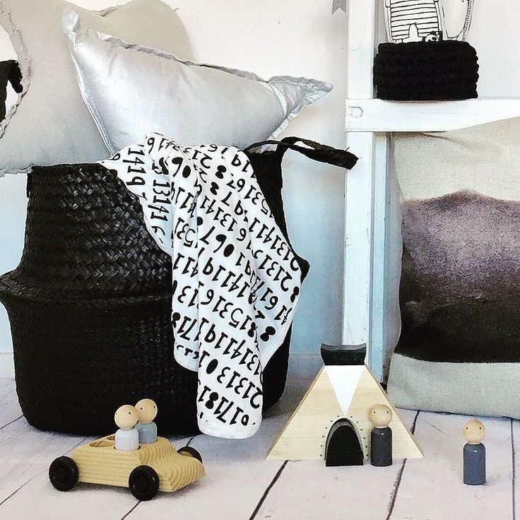 Monochrome is always such a popular choice. Shown here are my 4 seater Peggy car with riders and wooden teepee.