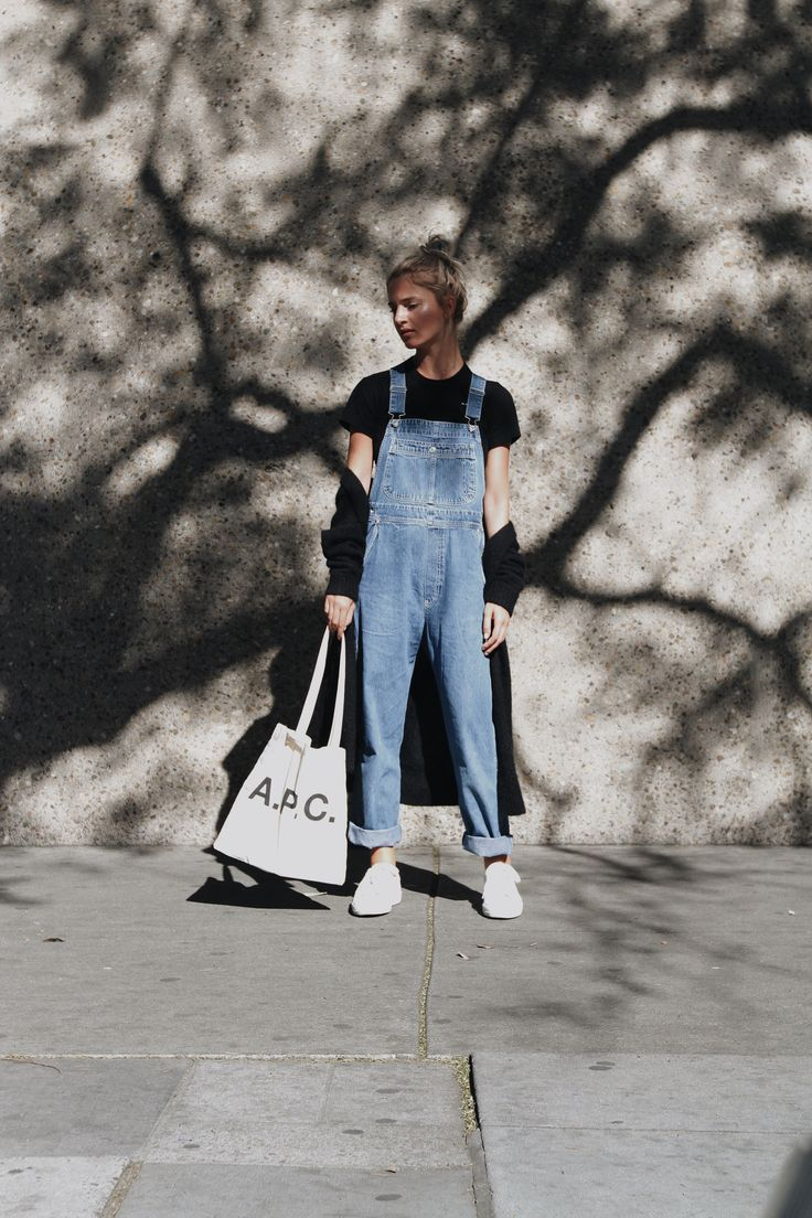 A.P.C. logo bag COMME DES GARCONS PLAY tiny heart tee VINTAGE dungarees (similar here & here) A.P.C. sneakers (or here) CÉLINE knot bracelet (similar here) photos by F. Flatau _____ _____ Black heart. x