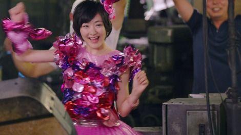 総選挙14位の乃木坂46兼任・生駒里奈が初参加(AKB48の37th「心のプラカード」MVより)
